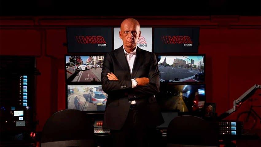 Ciclistas contra conductores: Vodafone pone fin a esta disputa con Pierluigi Collina