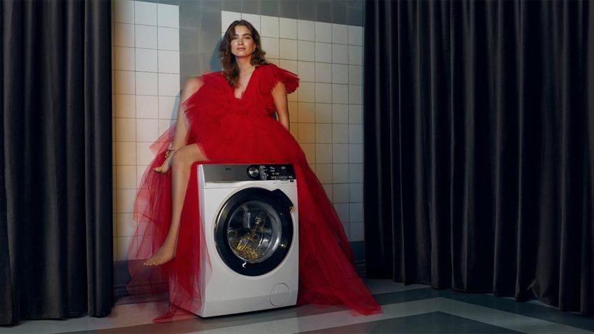 Las tareas domésticas se convierten en una actividad de lujo en esta campaña de AEG