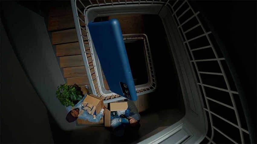 Los móviles caen con dramatismo al suelo al ritmo de Alicia Keys en este anuncio