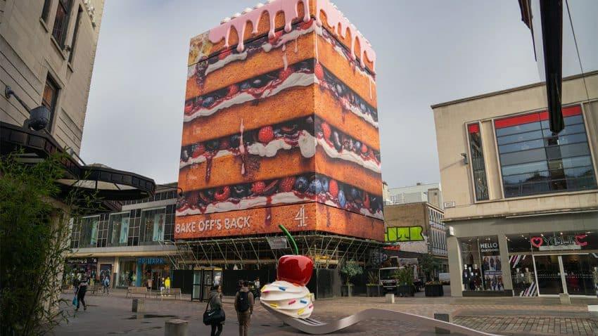 Pasteles colosales se adueñan de las calles en esta golosa campaña de Channel 4