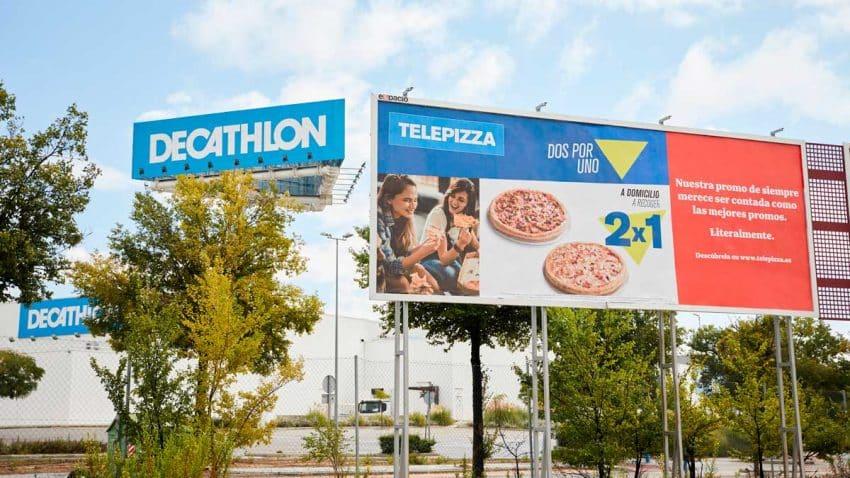 Telepizza transforma su logo en el de otras marcas en su nueva campaña de publicidad exterior