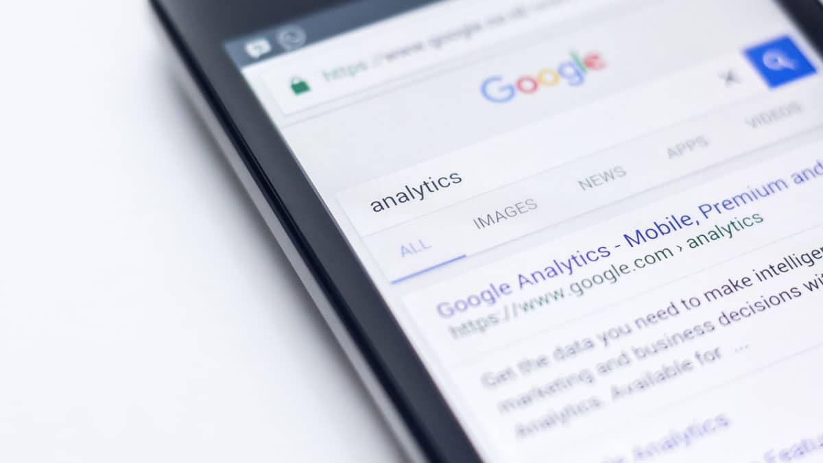 Búsqueda de Google Analytics en un móvil