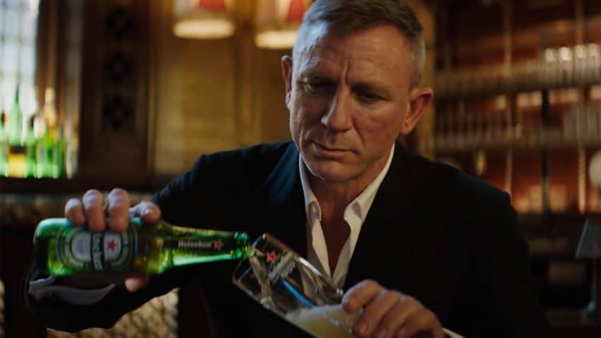 Daniel Craig se mofa de los interminables retrasos de lo nuevo de James Bond en este spot de Heineken