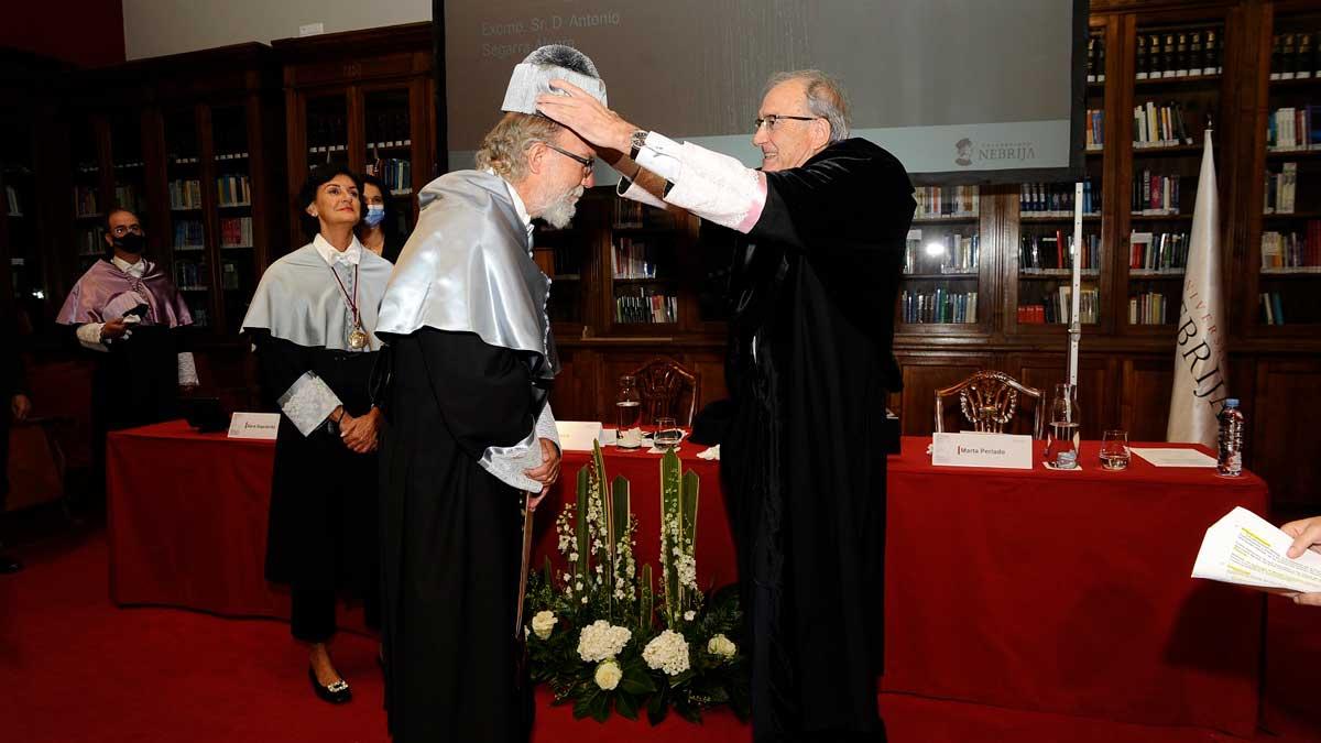 Toni Segarra investido doctor honoris causa Nebrija
