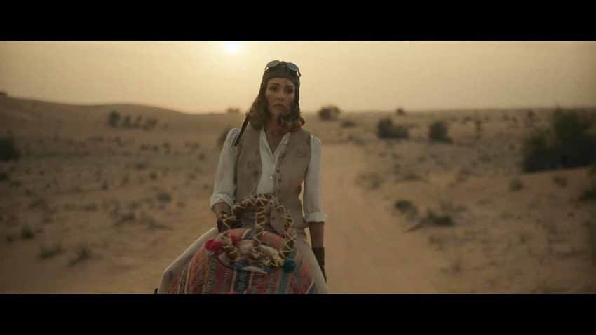 Jessica Alba se convierte en aviadora para promocionar Dubái en este corto con Zac Efron