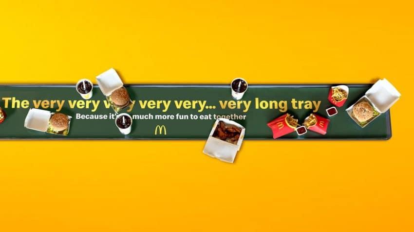 McDonald's lanza una bandeja ridículamente larga para festejar que ya se puede llenar la panza en compañía