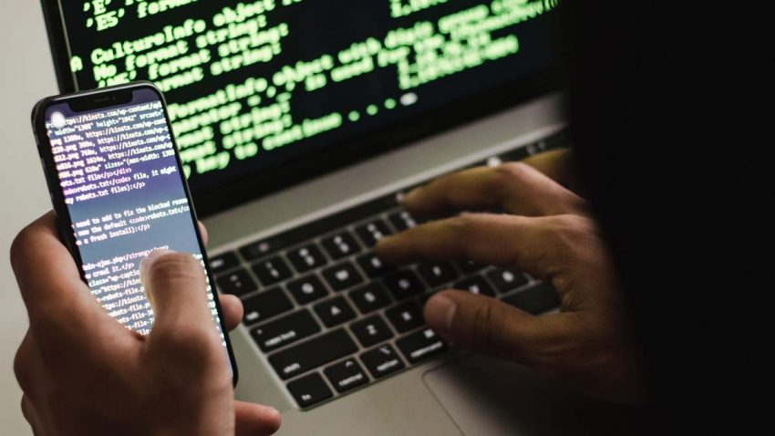 Por qué quienes usan mucho el móvil son más vulnerables ante los ciberataques