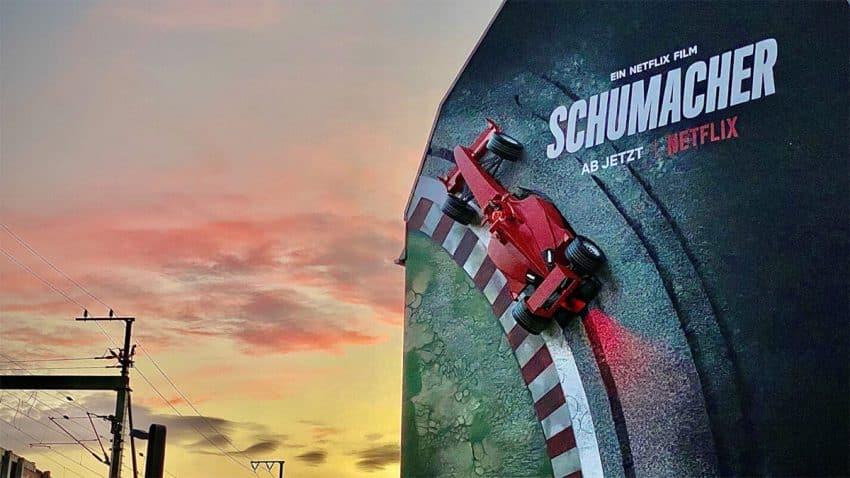 Netflix cuelga el bólido de Schumacher de una pared en esta trepidante campaña
