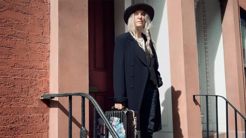 Patti Smith se erige en rapsoda de los trotamundos en este lírico spot de maletas