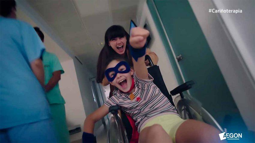 Los pacientes se convierten en superhéroes gracias a la #Cariñoterapia en este spot