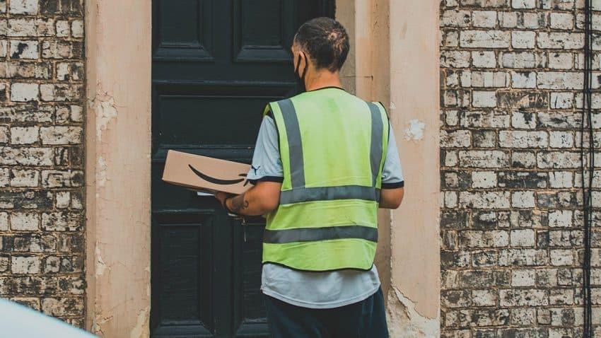 ¿Debe pagar Amazon impuestos extra por infestar las calles de las ciudades con sus ubicuos paquetes?