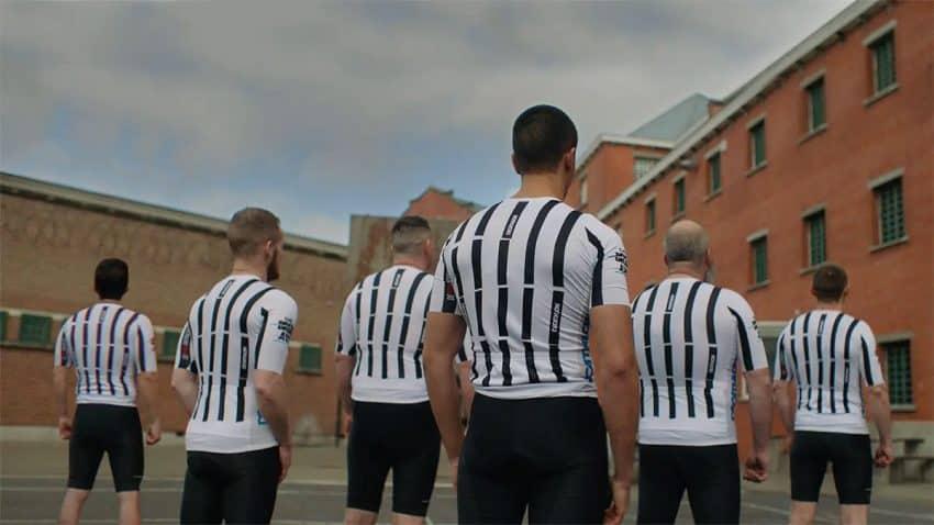 Seis presos se