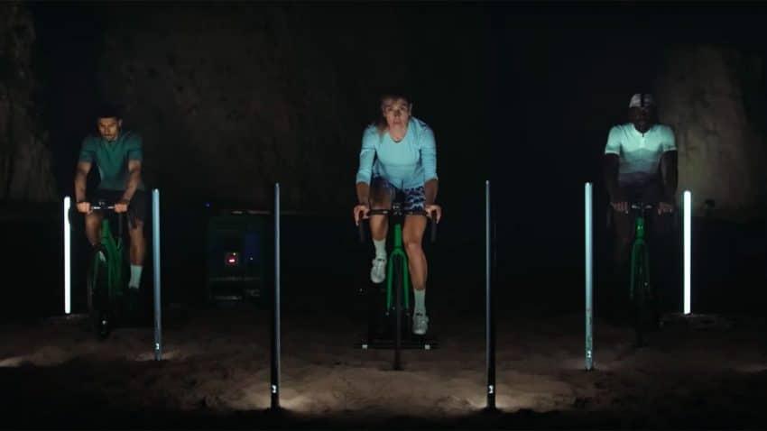 Hitachi crea (pedalada a pedalada) el primer anuncio del mundo con huella de carbono cero