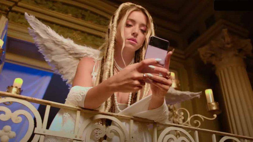 Samsung se cuela en el último videoclip de Lola Índigo como