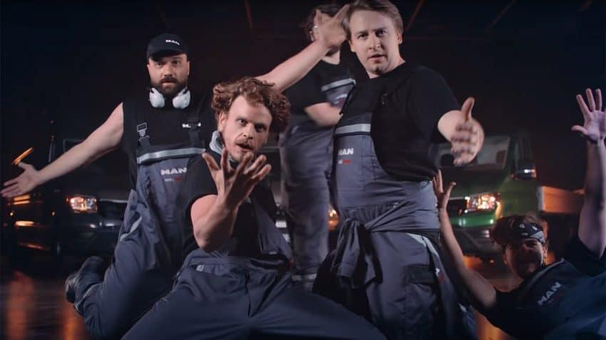 Los Backstreet Boys son mecánicos y ponen a punto tus bujías en este delirante spot de MAN