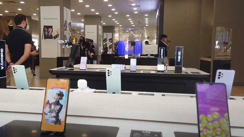 La interactividad, la estrella de la nueva tienda de Samsung en El Corte Inglés de Barcelona