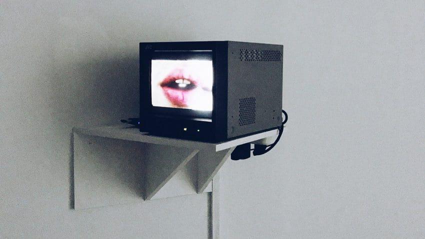 Este nostálgico proyecto te transporta con un solo clic a la TV de los años 60, 70, 80, 90 y 2000